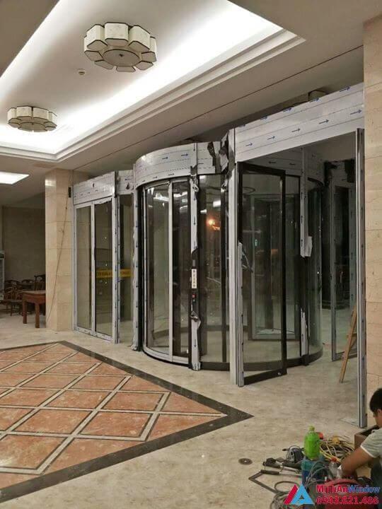 Khách sạn Hoa Sen Thanh Hóa - cửa tự động xoay 3 cánh cho sảnh chính