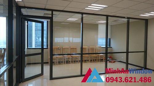 Cửa nhôm kính kết hợp vách kính cho phòng khách tại các văn phòng phổ biến