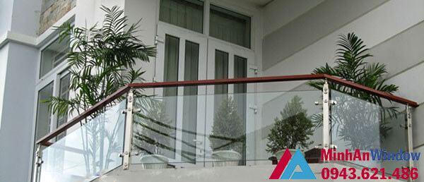 Lan can kính cường lực cho các tòa nhà chung cư dân sinh cao cấp