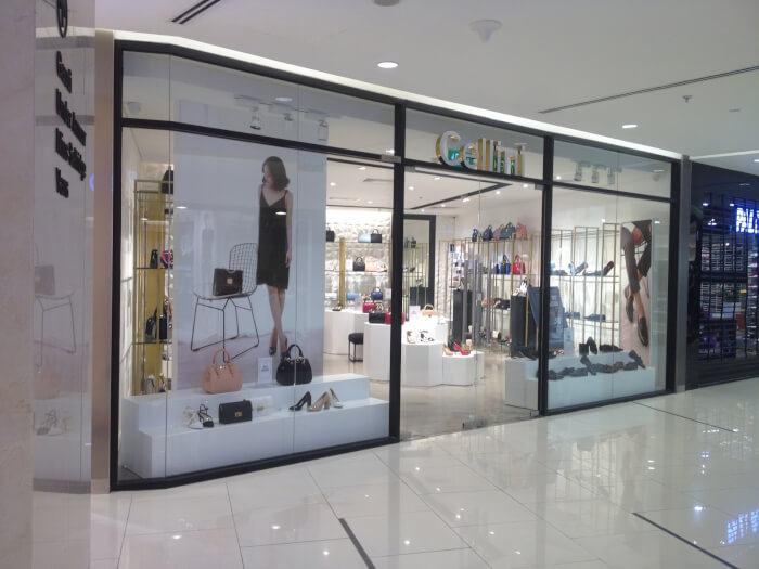Cửa kính cường lực cho các cửa hàng thời trang trong các trung tâm thương mại