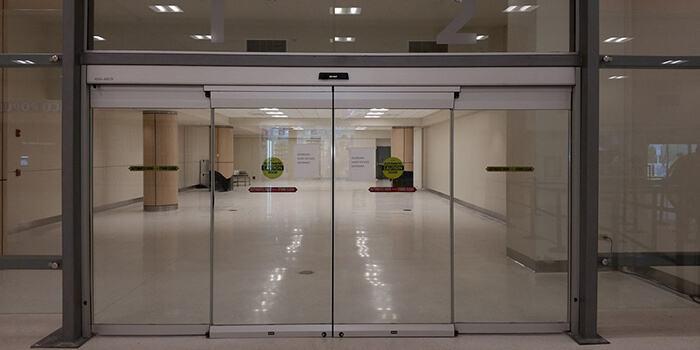 Cửa kính cường lực 4 cánh trượt cao cấp cho các trung tâm thương mại