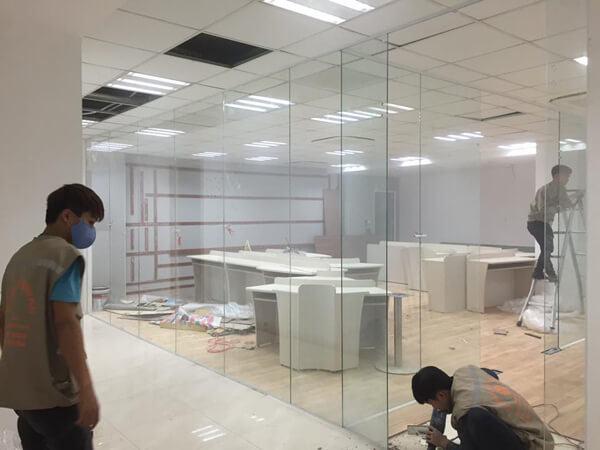Minh An thi công vách kính cường lực cao cấp cho văn phòng