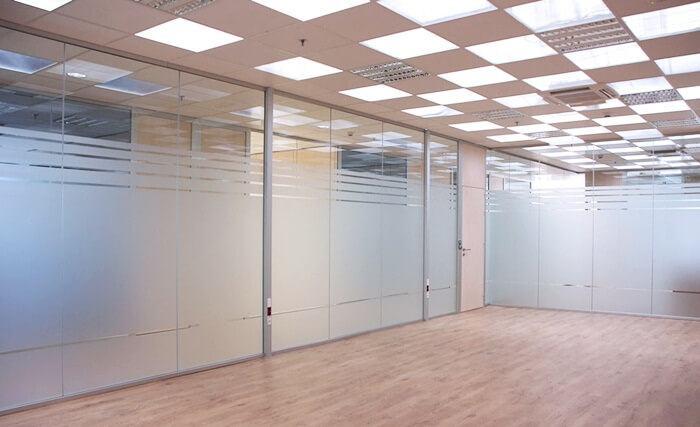 Vách kính cường lực kính mờ cho các văn phòng lớn
