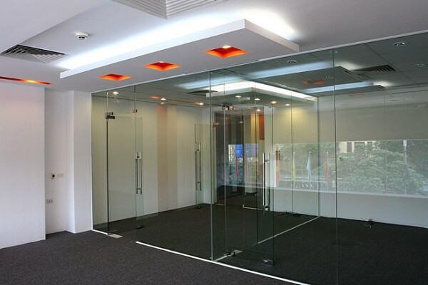 Cửa kính thủy lực mẫu cho văn phòng