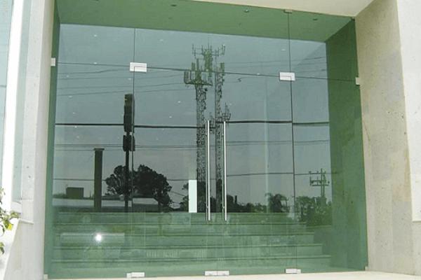 cửa kính thủy lực 1