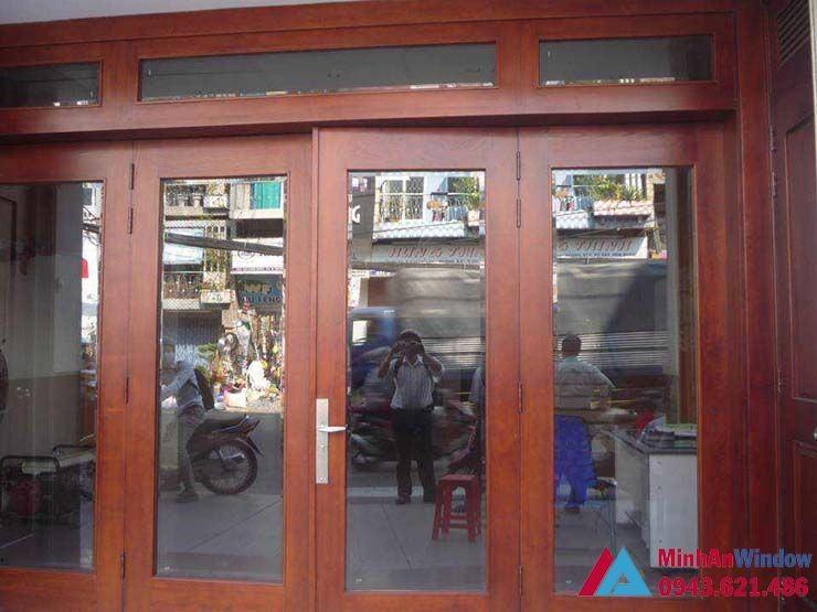 cửa gỗ kính cường lực