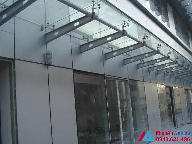 Mái kính chân nhện khung sắt cao cấp chất lượng - Minh An Window đã thi công