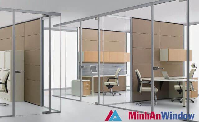 Cửa kính cường lực ngăn phòng cho các văn phòng phổ biến
