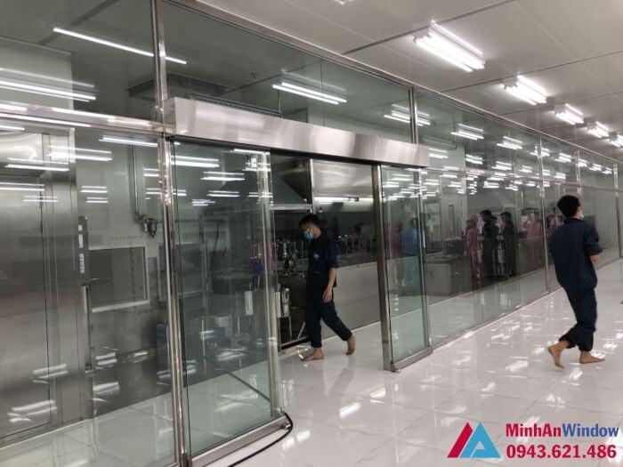 thi công lắp đặt vách cửa kính cường lực khung inox - nhà máy Hanbit