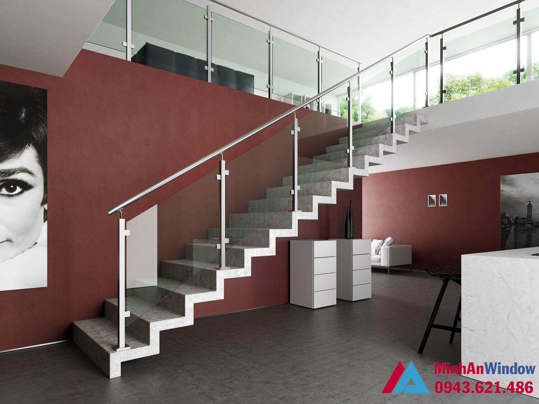 Cầu thang kính inox trụ gỗ cao cấp chất lượng