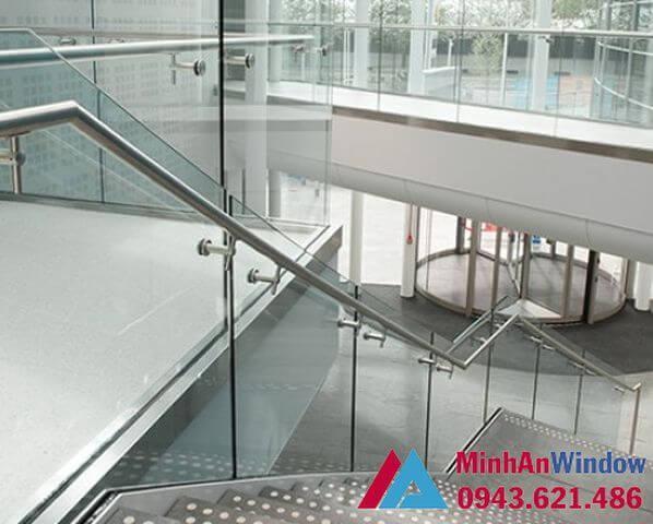 Cầu thang kính inox cao cấp chất lượng cho các công trình cao cấp