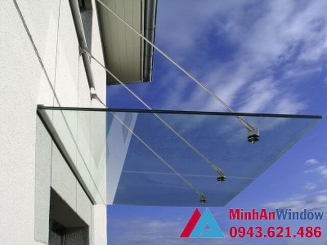 Mái kính dán cường lực sử dụng cáp treo và dây treo kính sprider.