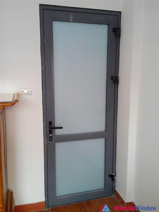 Mẫu cửa nhôm kính 1 cánh 4