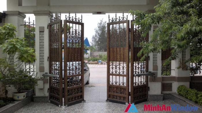 Cửa cổng tự động giá bao nhiêu 3