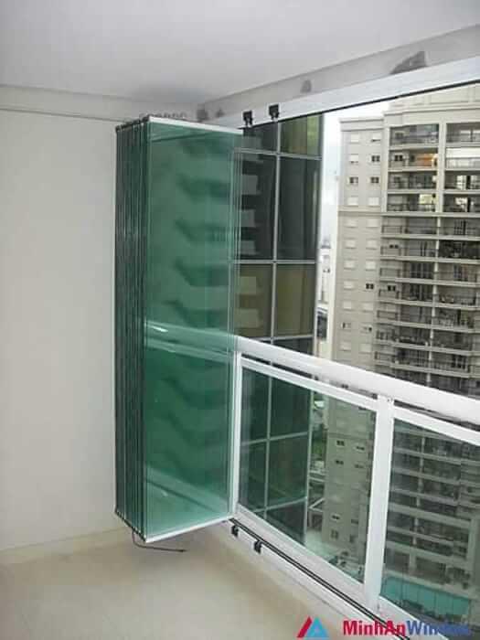 Cửa kính cường lực xếp lớn cao cấp chất lượng cho ban công các chung cư