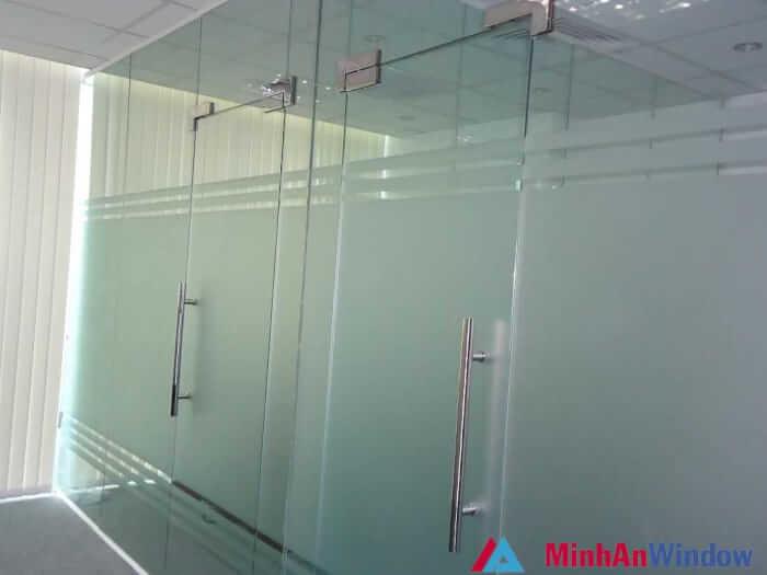 cửa kính thủy lực tại hà nội