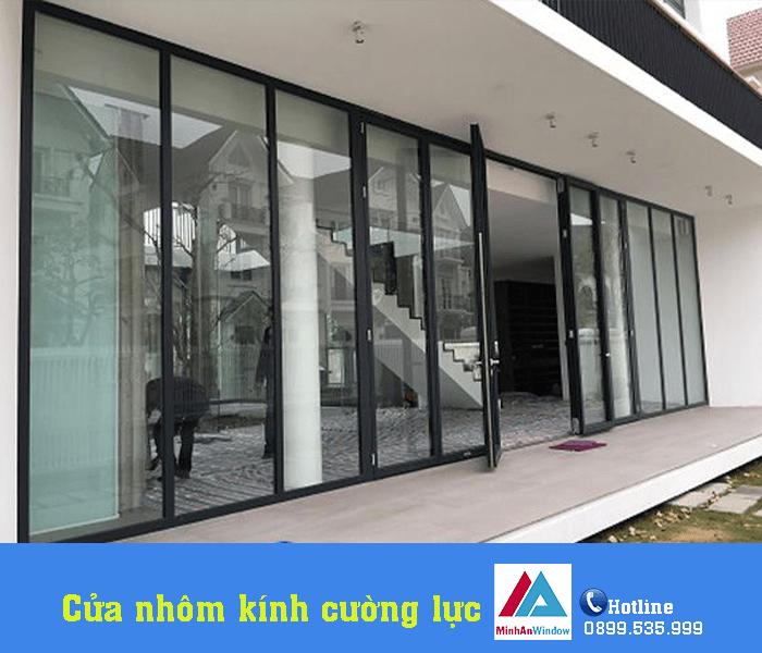 Mẫu cửa đi nhôm kính nhiều cánh bền đẹp Minh An Window lắp đặt cho khách hàng tại Yên Bái