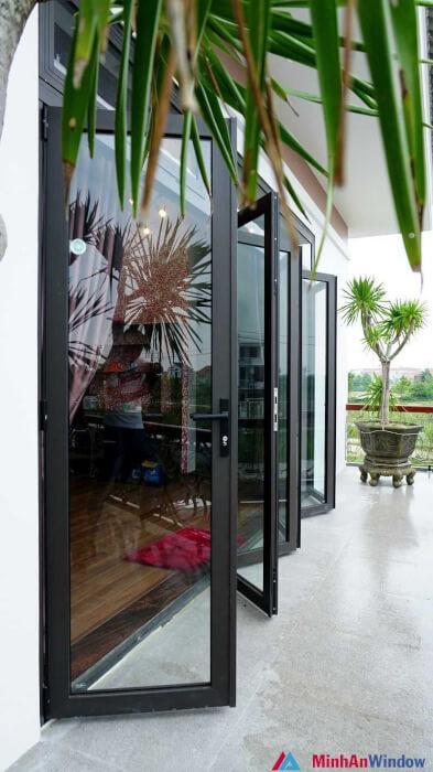 Cửa nhôm kính xếp trượt 6 cánh cho các biệt thự dân sinh - Minh An Window đã thi công