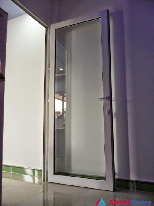 Mẫu cửa nhôm kính 1 cánh đẹp sang trọng