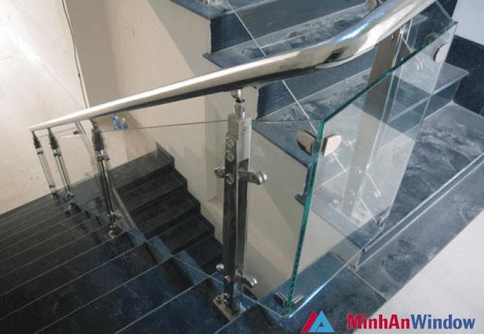 Phụ kiện cầu thang kính