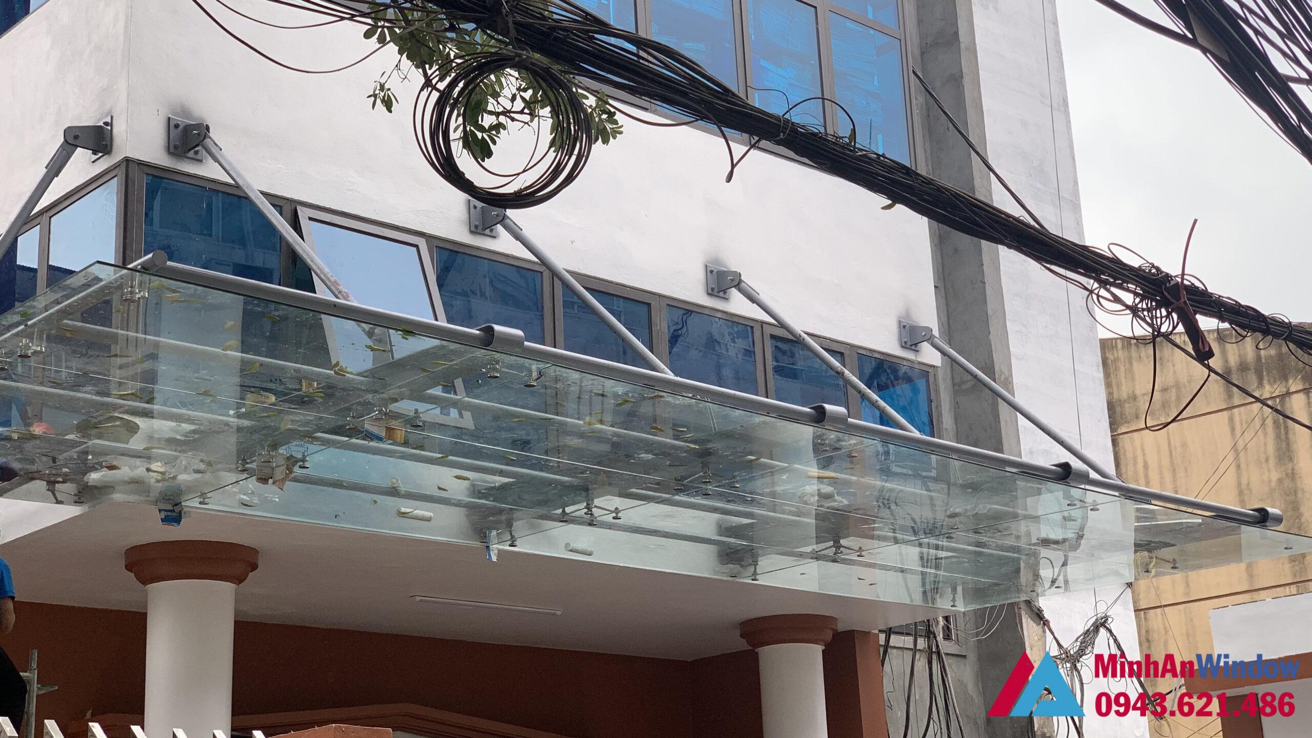 Mái kính chân nhện tại Bắc Giang cao cấp chất lượng