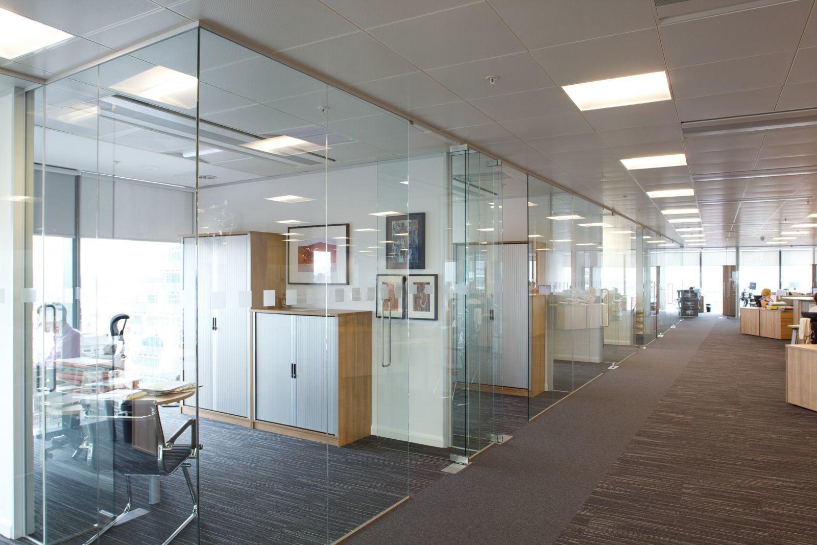 Cửa kính cường lực văn phòng - Vách kính cường lực văn phòng