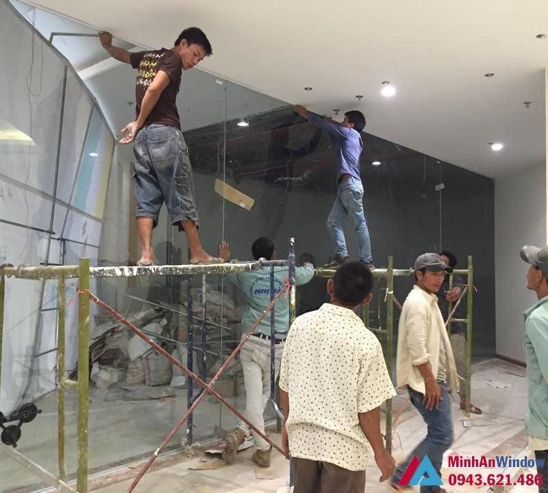 Minh An Window thi công lắp đặt cửa kính cường lực khung nhôm