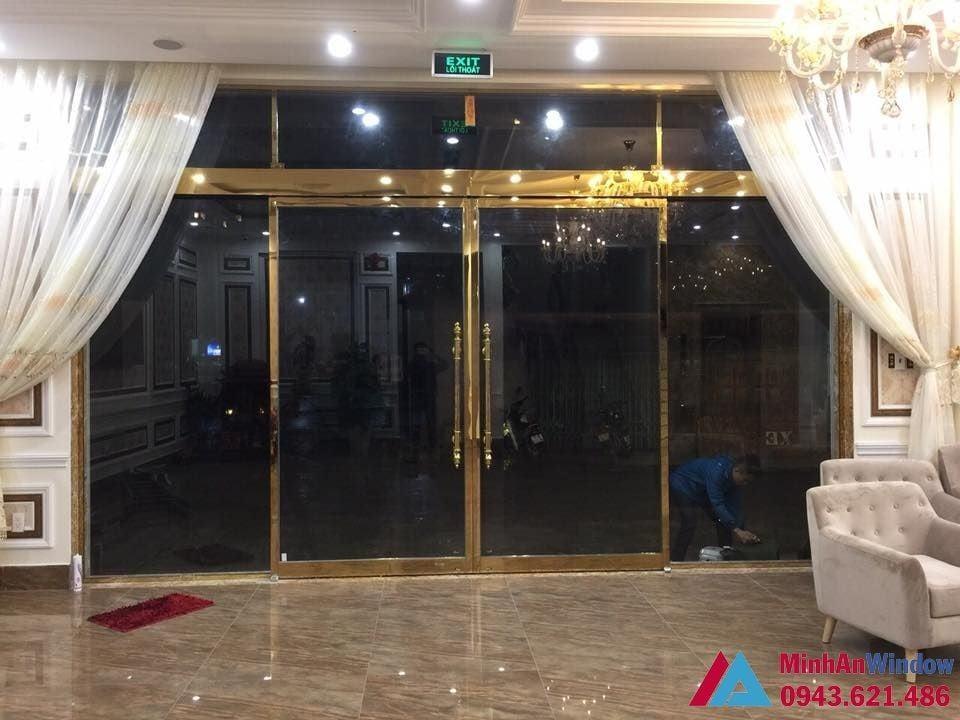cửa inox mạ vàng xu hướng nội thất mới