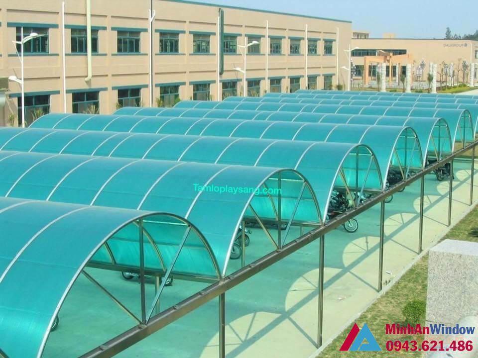 mái nhà để trông xe khung inox nhựa rỗng màu xanh lá uốn vòm