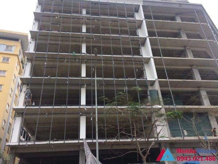 Công trình cửa kính cường lực khung nhôm tòa nhà văn phòng tại Quảng Ninh