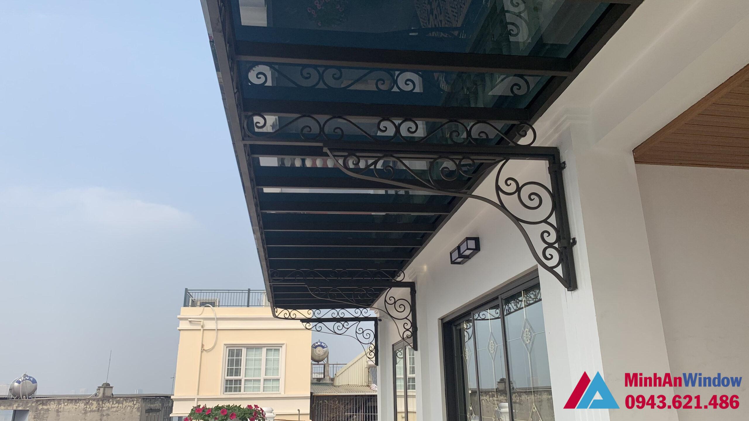 Mái kính khung sắt hoa văn cao cấp tại Vĩnh Phúc