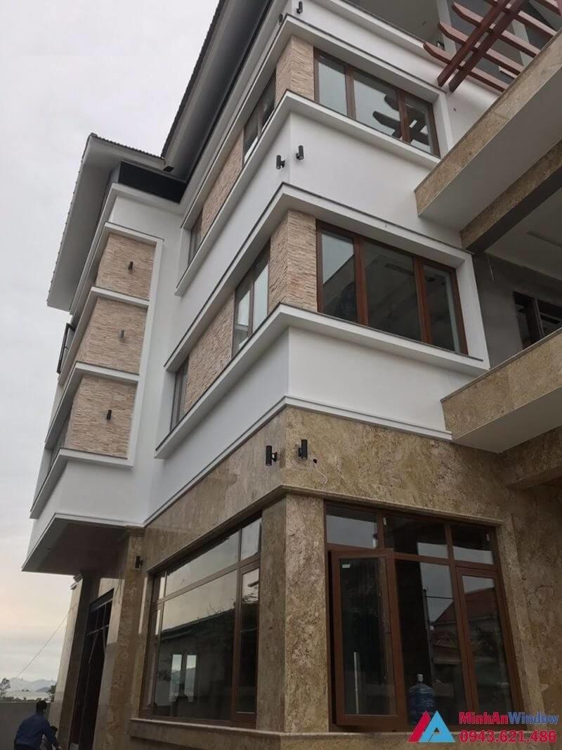 Cửa nhôm xingfa vân gỗ cho biệt thự tại Hà Đông