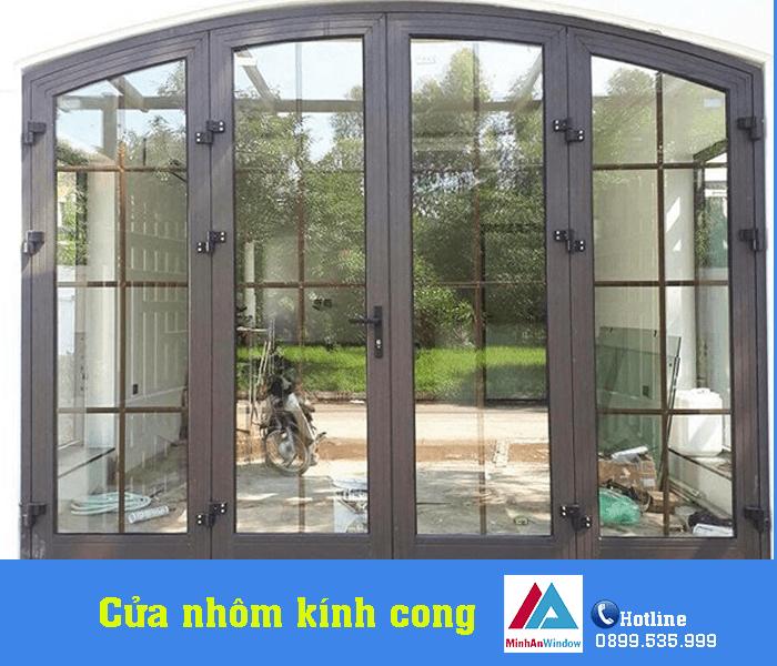 Mẫu cửa đi nhôm kính mở quay 2 cánh Minh An Window lắp đặt tại Yên Bái