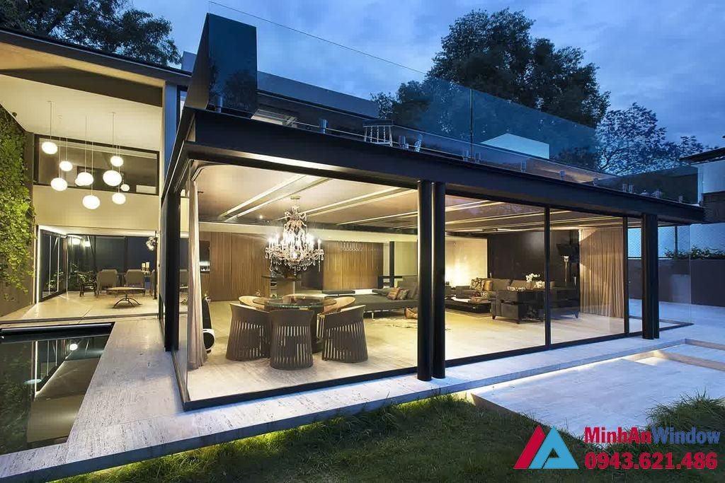 Cửa kính khung sắt cao cấp phổ biến cho các biệt thự