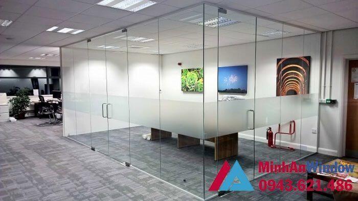 Mẫu vách kính khung sắt cao cấp chất lượng cho văn phòng tại Hà Nội