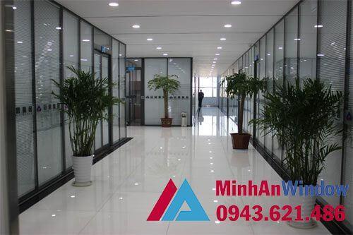 Vách kính khung sắt kính điện cao cấp cho các văn phòng