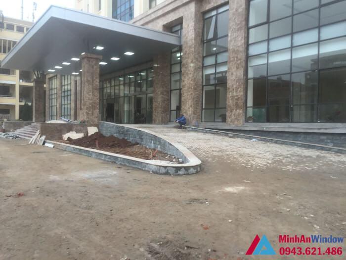 Công trình cửa nhôm kính và vách nhôm kính do Minh An Window lắp đặt tại KCN Tân Quang