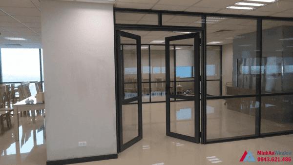 Cửa kính cường lực khung sắt cho các văn phòng lớn