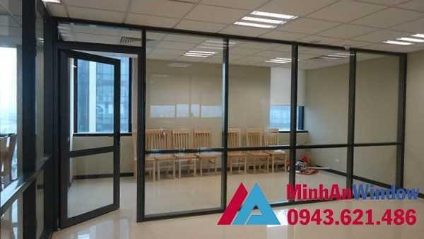Cửa kính cường lực khung sắt đẹp cao cấp cho các văn phòng