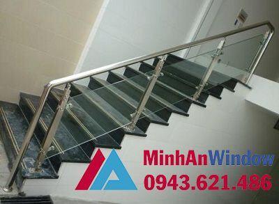 Lan can cầu thang kính cường lực trong nhà tay năm tròn - Minh An Window đã thi công