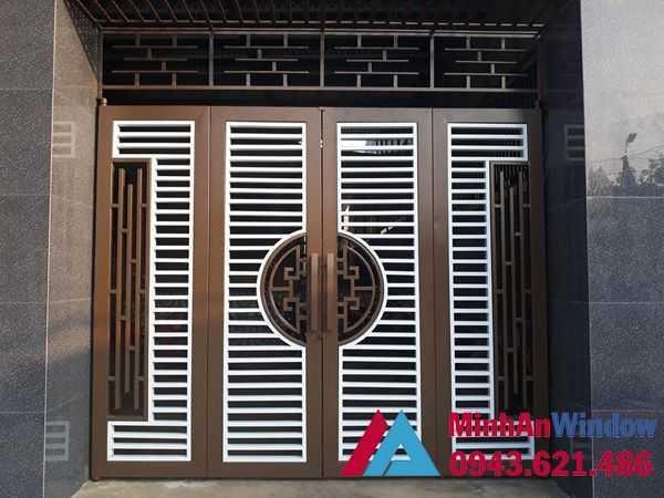 Mẫu cửa cổng sắt với thiết kế sang trọng lịch sự, sang trọng