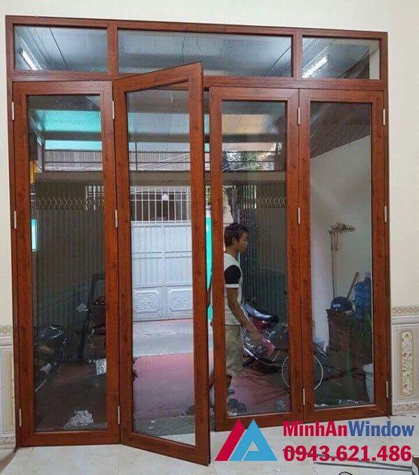 Mẫu cửa đi 4 cánh màu vân gỗ Minh An Window lắp đặt tại Hà Giang