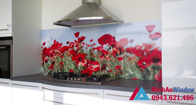 Mẫu tranh kính bếp hoa hồng cao cấp cho nhà bếp