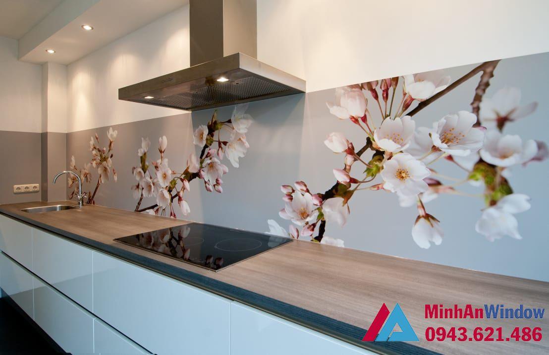 Mẫu tranh kính cường lực hoa đào cao cấp cho nhà bếp