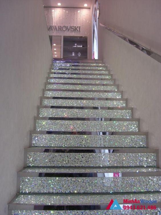 Mẫu kính rạn nghệ thuật đẹp và sang trọng - Cầu thang