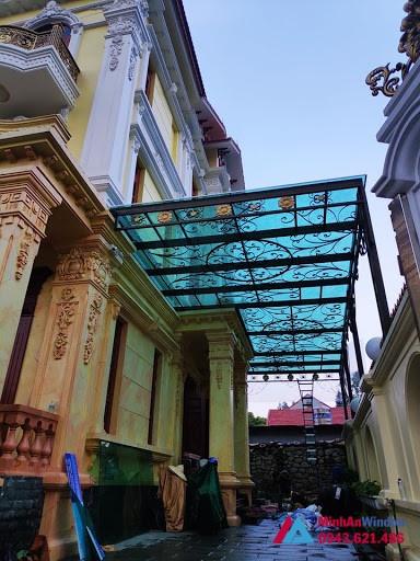 Biệt thự sử dụng mái kính khung sắt nghệ thuật đẹp