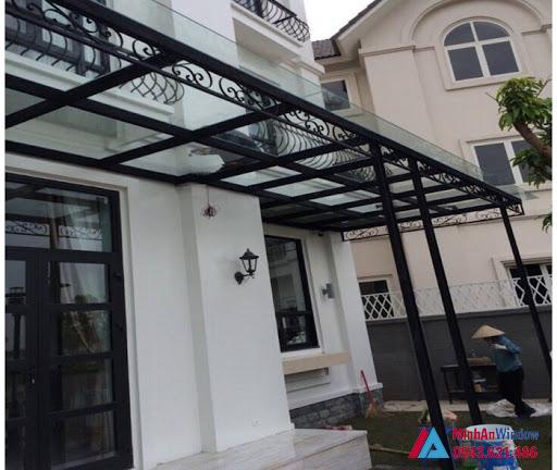 Với mẫu khung sắt kèm họa tiết cực kỳ đẹp mái kính tại Phú Thọ