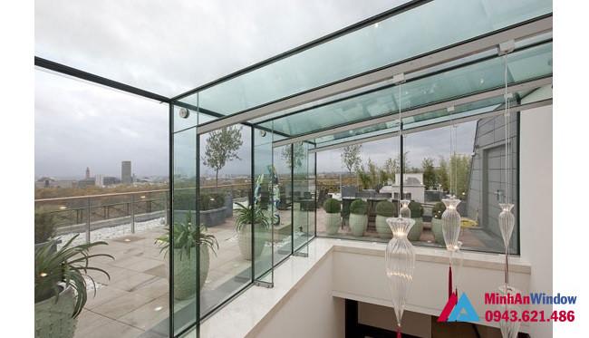 Tầng thượng của tòa nhà được thi công mái kính cường lực tại Lai Châu