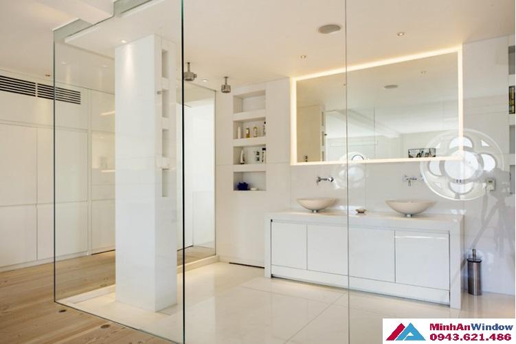 Mẫu vách kính phòng tắm với vách kính điện