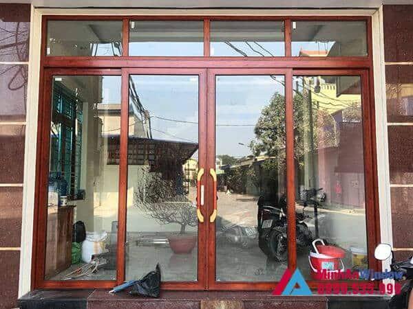 Cửa nhôm trượt quay màu vân gỗ được lắp đặt tại Hà Nội - Minh An Window đã thi công